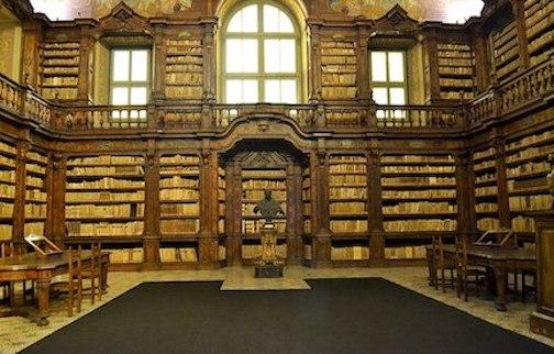 1024px-Biblioteca_dei_Girolamini._1283.jpg